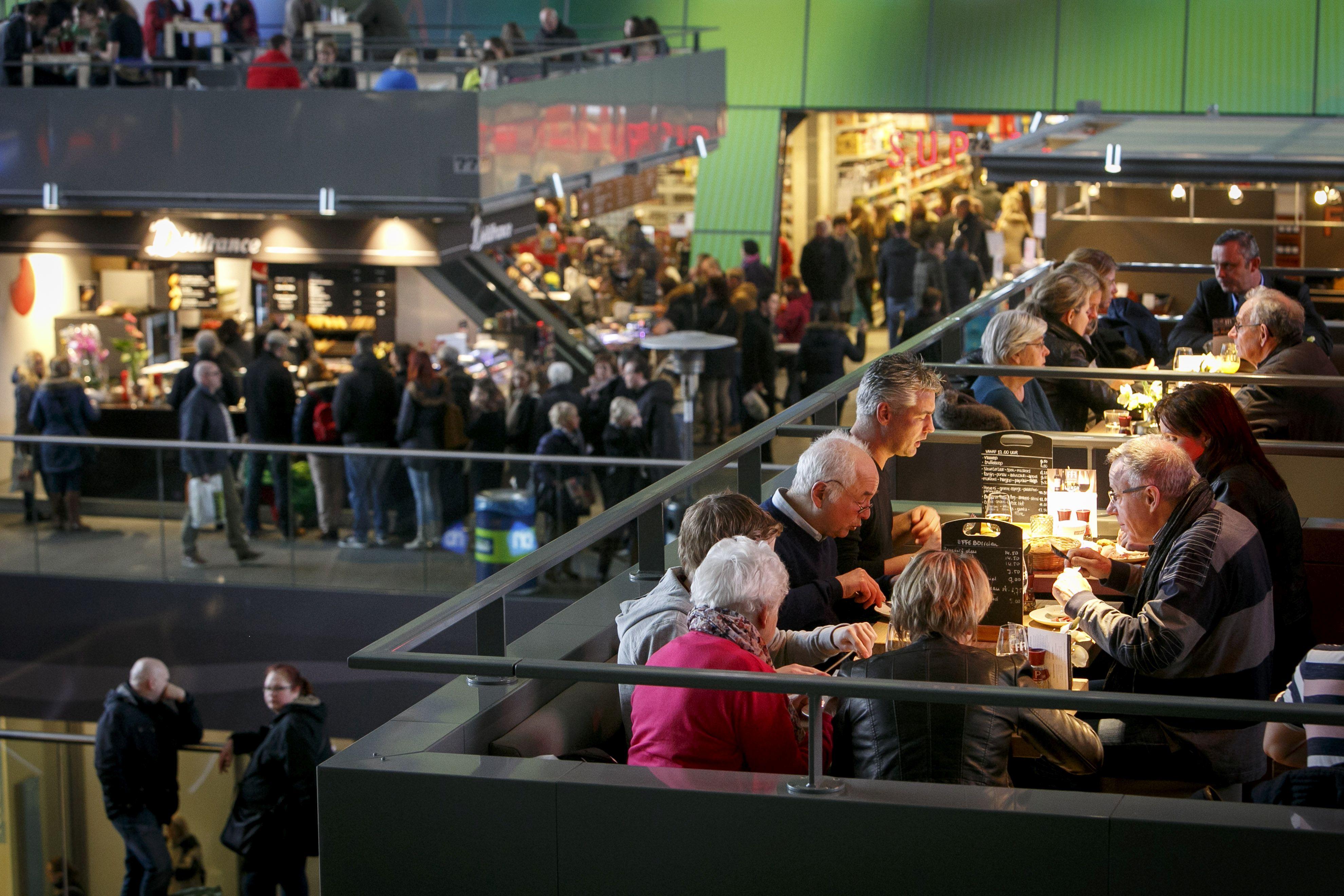 (C) Roel Dijkstra Fotografie / Foto Fred Libochant Rotterdam / eten en drinken in de Markthal