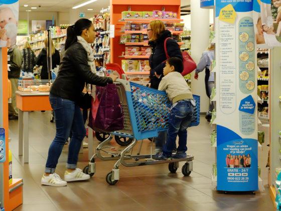 Markt babyvoeding daalt door borstvoeding