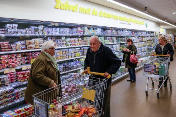 Zuivel en kaas: naturel, geiten en mozzarella verkooptoppers