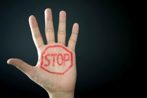 Vier strategieën om harddiscounters af te troeven