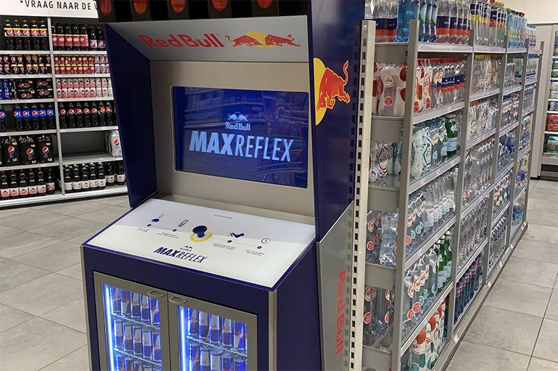 Over energie en focus gesproken: in het Red Bull 'Max Reflex' spel trappen shoppers zodra het rode licht uitgaat zo snel mogelijk het gaspedaal in. Wie is er net zo snel als Max?